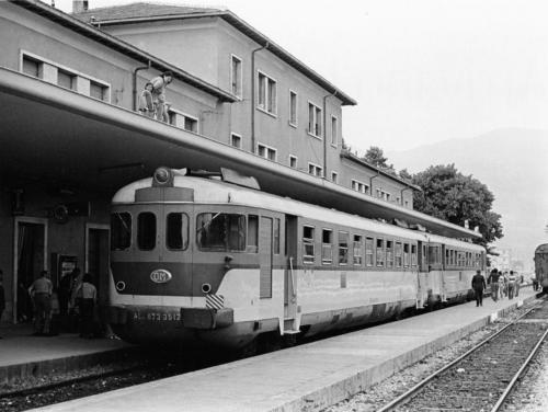 """Isernia, 1971, ALn 873 (da """"Dal 1970 al 1975 Atmosfere della FERROVIA in ITALIA"""" Duegi Editrice)"""