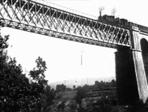 Isernia, ponte di Santo Spirito con treno