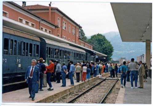 Isernia, stazione ferroviaria, 1986, treno storico