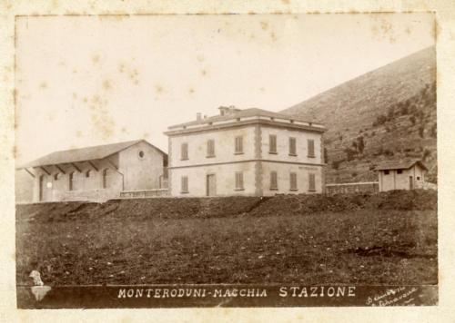 monteroduni-macchia, 1893 circa, stazione in costruzione (foto D'Ambrosio e Schiavone)